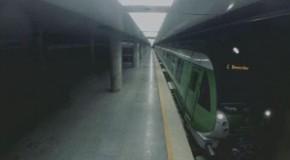 Poisson d'avril nu dans le métro